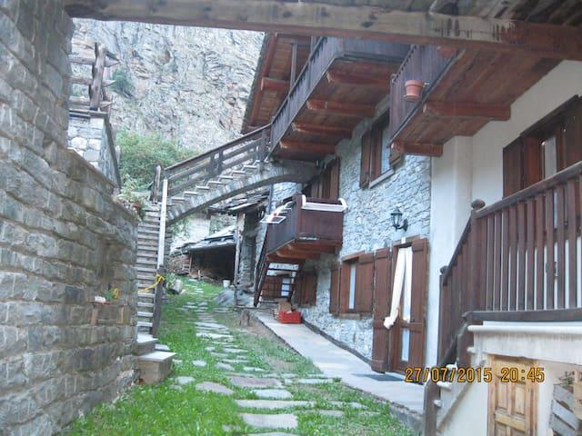 """casa in montagna  """"Mono René"""" - Degioz - Huoneisto"""