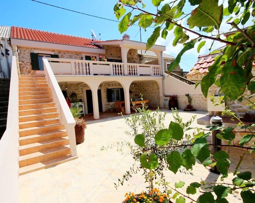 Villa Rustica, dalmatian stone house with 2 new apartments