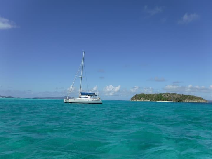 Cabines sur catamaran (petits déjeuners inclus)