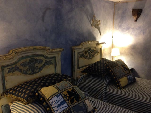 La camera con i due letti singoli