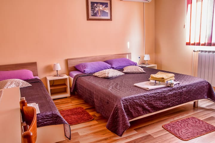Comfy Triple room near Plitvice Lakes - Slunj - Casa