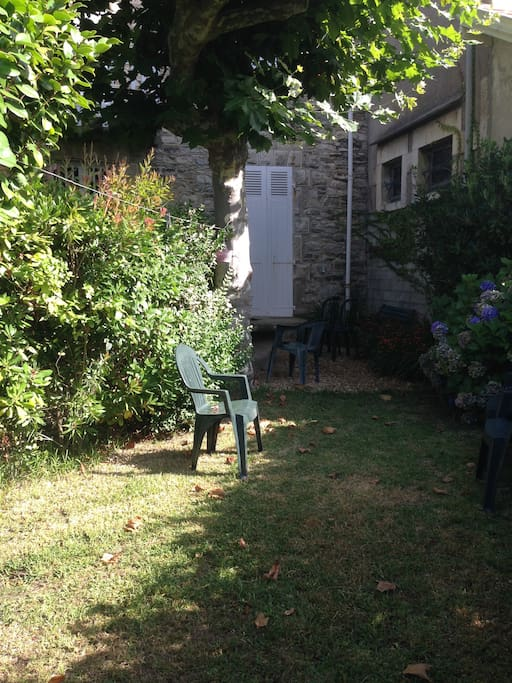 studio jardin phare de biarritz wohnungen zur miete in. Black Bedroom Furniture Sets. Home Design Ideas