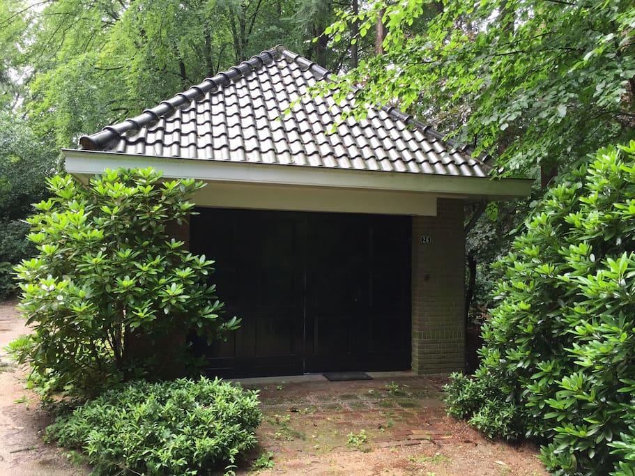 Leuk vakantiehuisje in het bos guesthouses for rent in for Vakantiehuisje bos