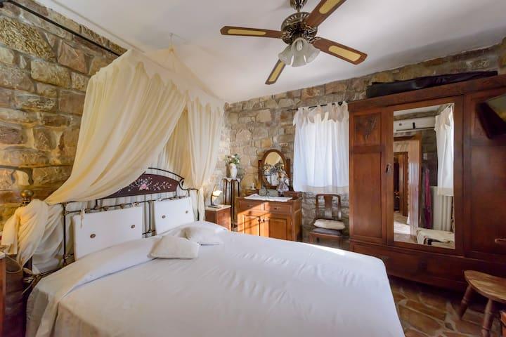 Bedroom 1 - Decoration details