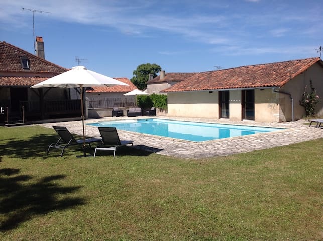 The Pool House at The School House. - Saint-Romain, Charente - Byt