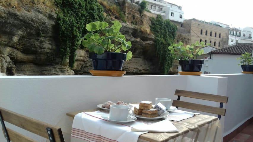 """""""Casa Bajo la Roca"""" Casa-Cueva en el ❤️ de Setenil"""