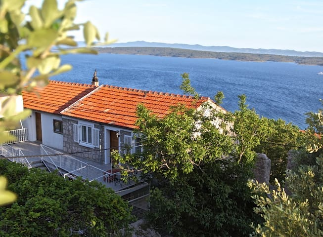Villa Veli ; Island Hvar - Zavala, room Zlata - Zavala - Bed & Breakfast