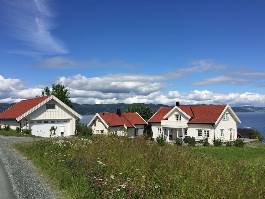 Vårvika, main house, cottage and garage
