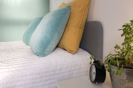 Greenway Stays - Attic Double Room in Falmouth