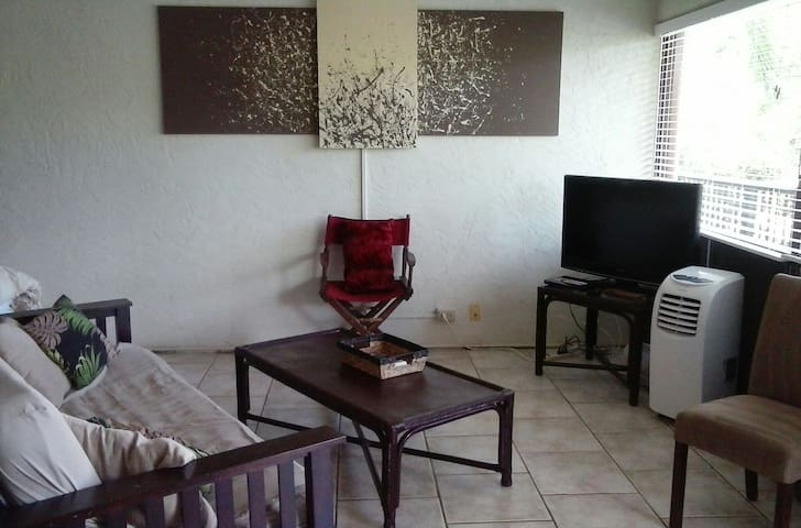 Poipu Beachside Studio with Pool! - Koloa - Appartement