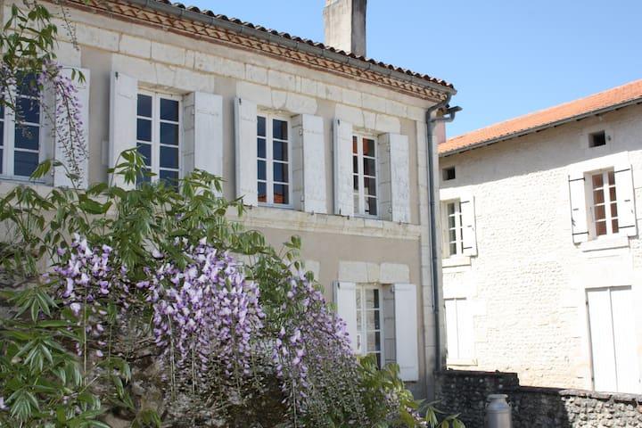 'The School House' Gites - Saint-Romain