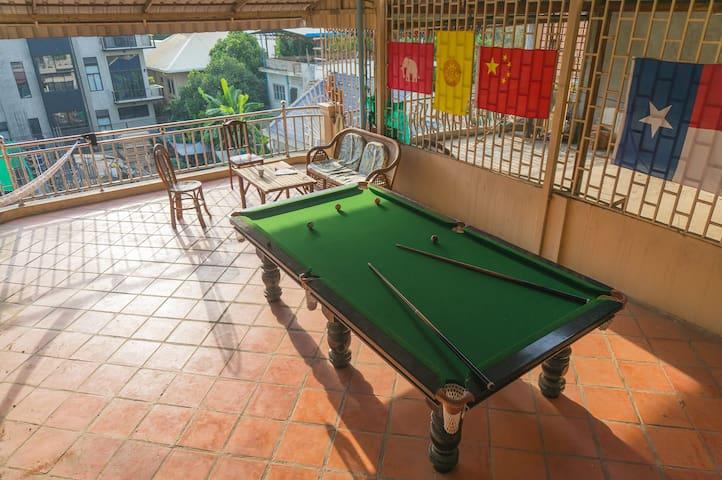 A/C-priv bath-Chill expats-City Ctr - Phnom Penh - House