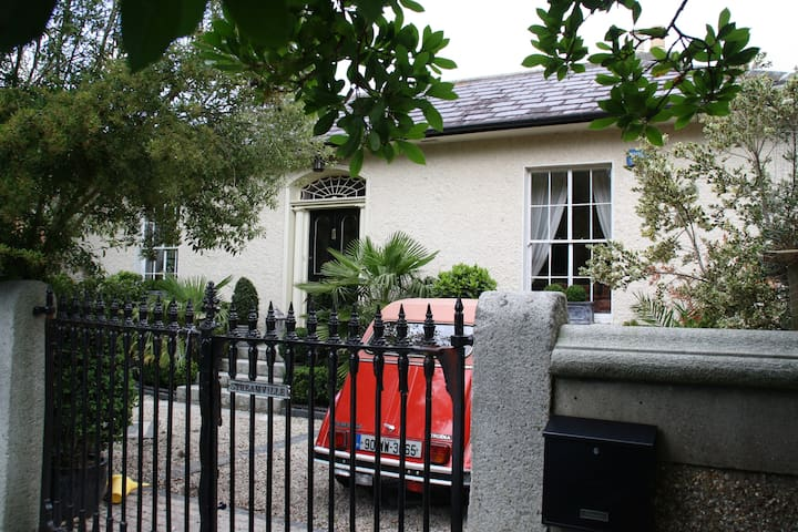 Killiney,Dublin-Period Villa-Private Room/Bathroom - Killiney - Bungalo