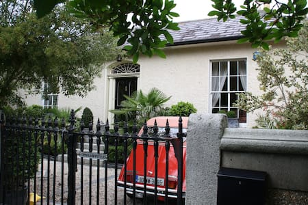 Killiney,Dublin-Period Villa-Private Room/Bathroom - Killiney - Bungalow