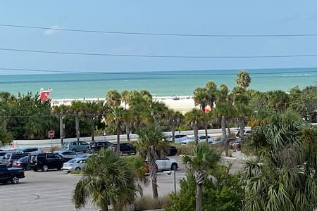 Stunning panoramic ocean views of Siesta Key Beach