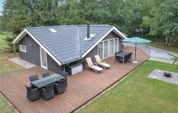 Holiday cottage with 3 bedrooms on 93m² in Give