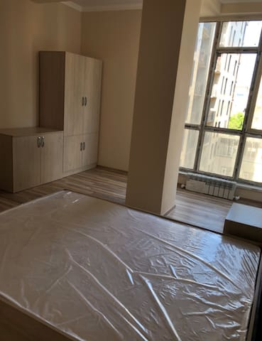 Privet flat (85 square meters) in downtown