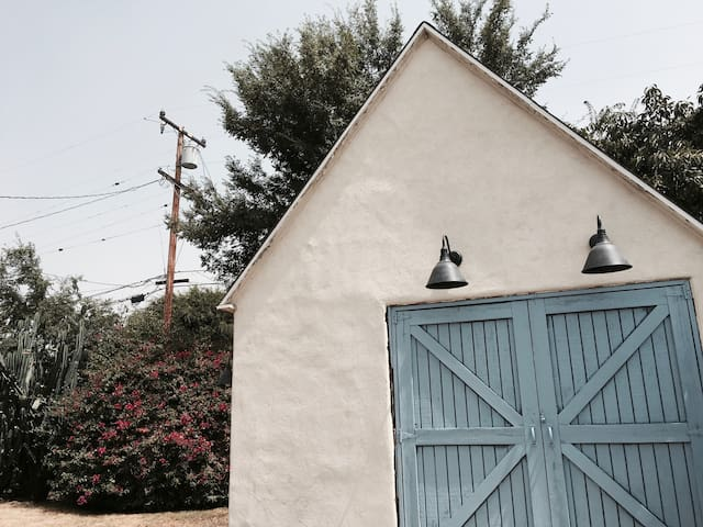 Designer Barn at Base of Angeles National Forest - Altadena - Leilighet