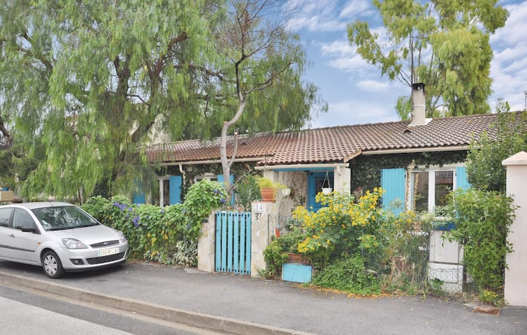 Awesome home in La Crau with 3 Bedrooms and WiFi
