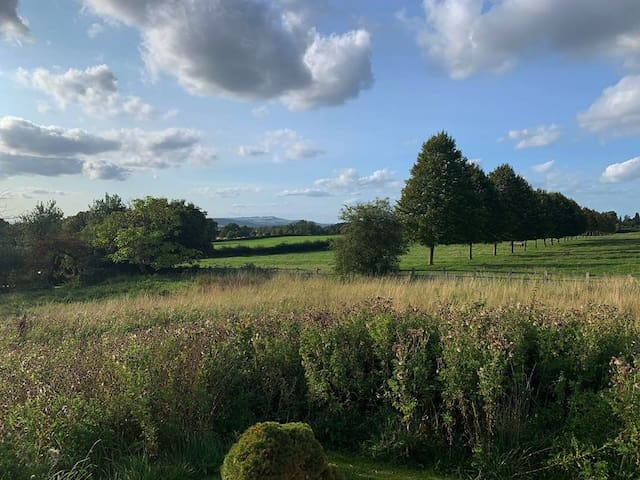 Cotswold converted artist studio with perfect view