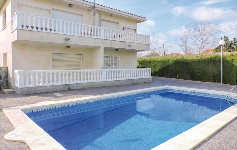 Semi-Detached with 2 bedrooms on 89 m²