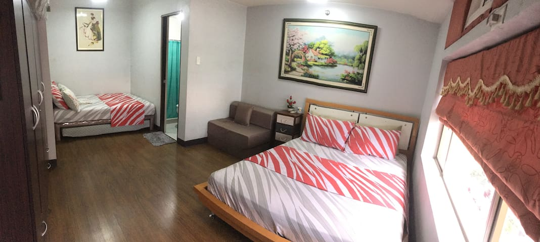 A condo with big master BR in Manhattan, Cubao