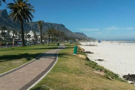 La Mer, Camps Bay studio flat with great views. - Cape Town - Apartment