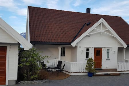 Stort hus med panoramutsikt - Haus