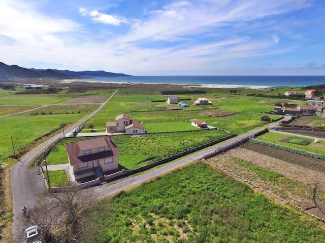 Ref. 11112 Casa a 500m de la playa de Traba