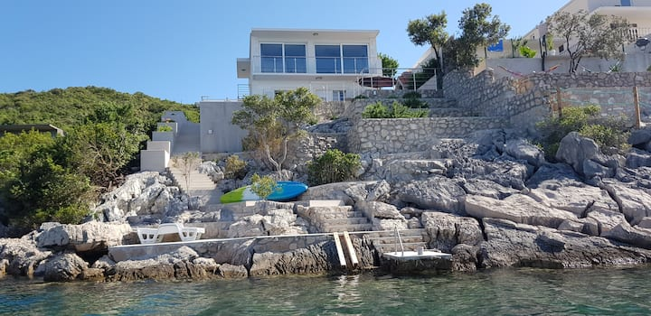 Seafront Villa!