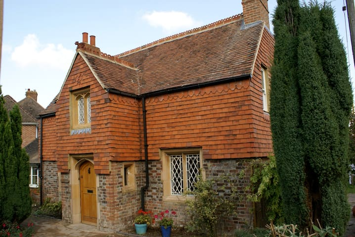 Comfortable annexe in pretty 18th century cottage