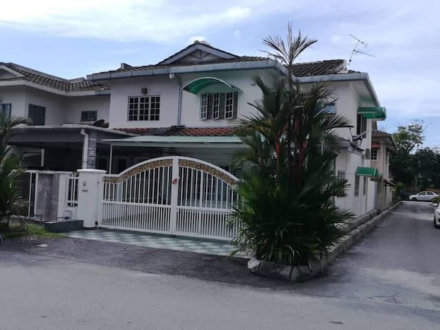 Double Story house sect 27  S.Alam comfort living.