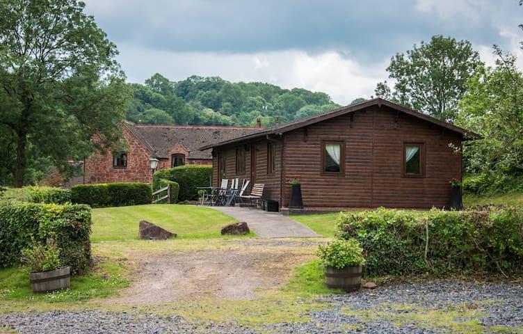 Pine Lodge, Shropshire Getaways