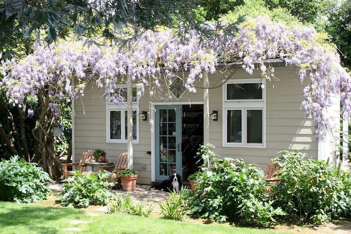 Serene, Wisteria covered cottage in Menlo Park