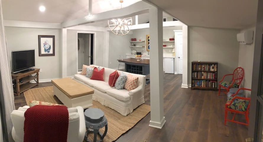 Charming 2BR Guest House in Five Points