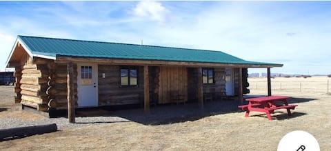 Quiet retreat in Walden Colorado Cabin Three