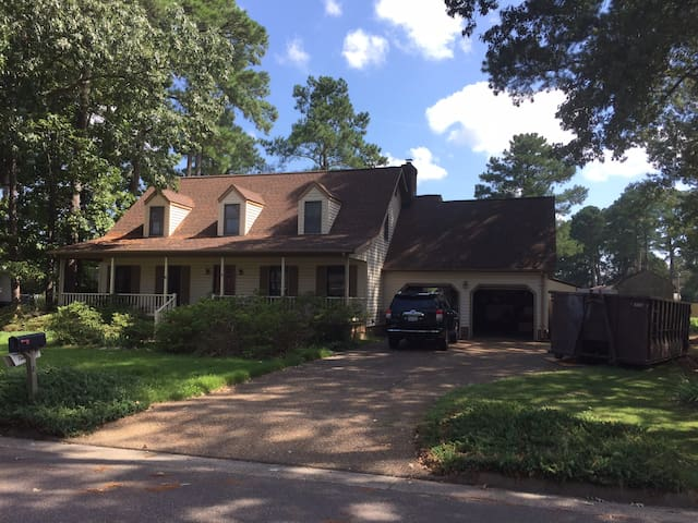 Quiet home located in a cozy town near Langley AFB