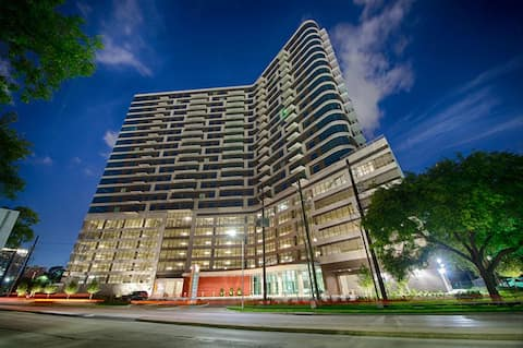 Luxuriously Furnished 1 bedroom at Vantage MC