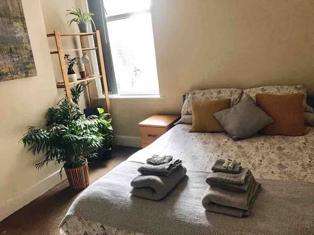 Double Room in Levenshulme, close to City Centre