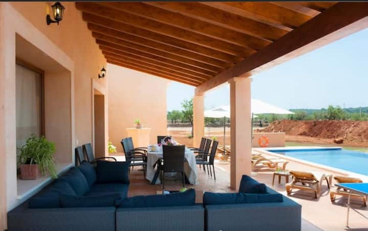 Beautiful Villa with pool, AC and WIFI