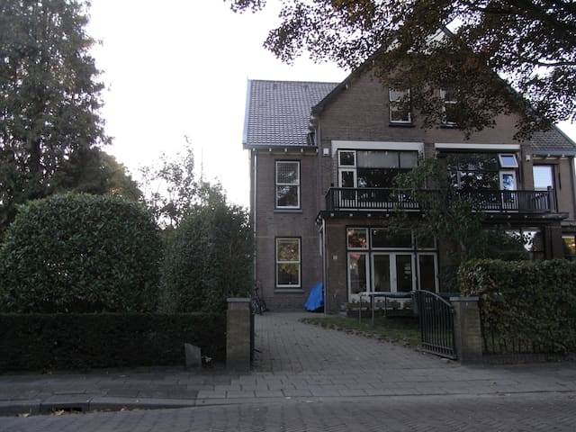 Big classic house with nice garden - Bussum - House