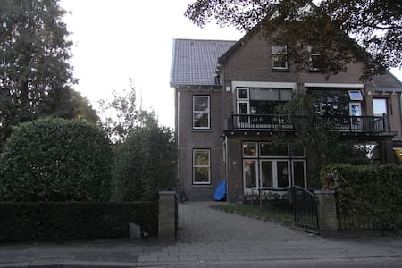 Big classic house with nice garden - Bussum