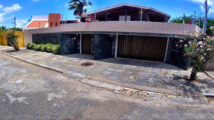 Casa grande p aluguel (79) 98107-5373 WhatsApp