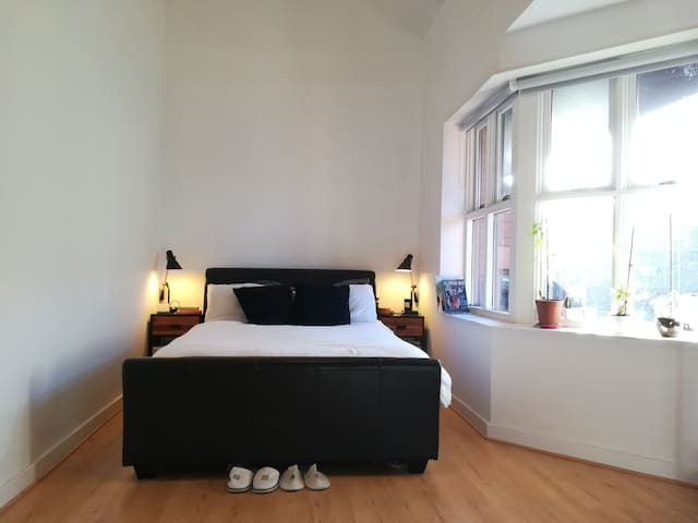 Modern and spacious room in Newcastle city centre