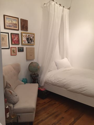 Cute & Eclectic Studio in Lower East Side