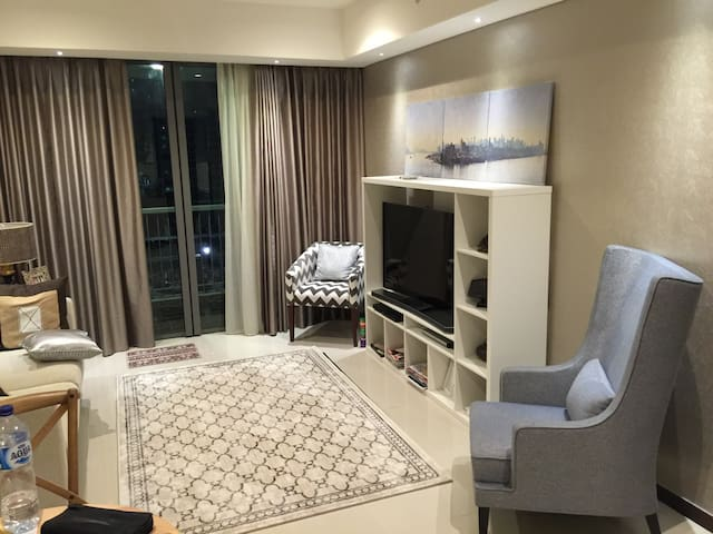 Luxurious 2 bed+1 centrally located - Jakarta Barat - Flat