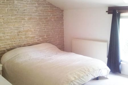 Chambre privée avec salle de bain - Collonges-lès-Bévy