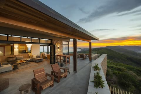 Space, views, fresh air, pool, hot tub, breakfast