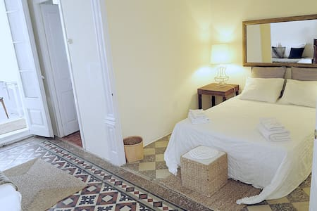 Charming space in 19 th century bui - Vilanova i la Geltrú - Bed & Breakfast