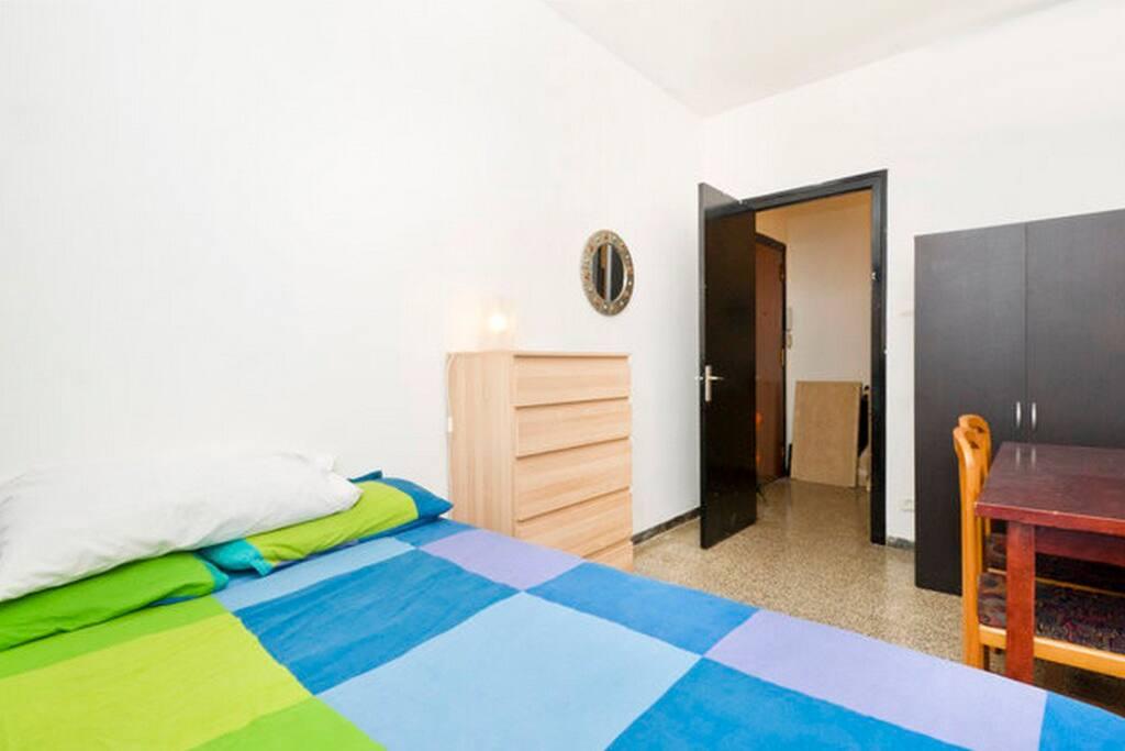 Rent Room Barcelona Next To Beach